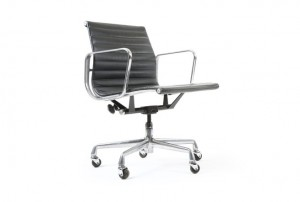 Eames Aluminium Group Chair in Leather