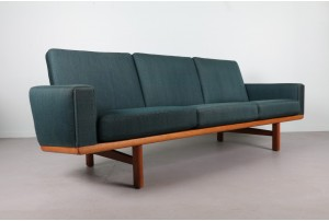 Hans Wegner Sofa Model 236 for Getama